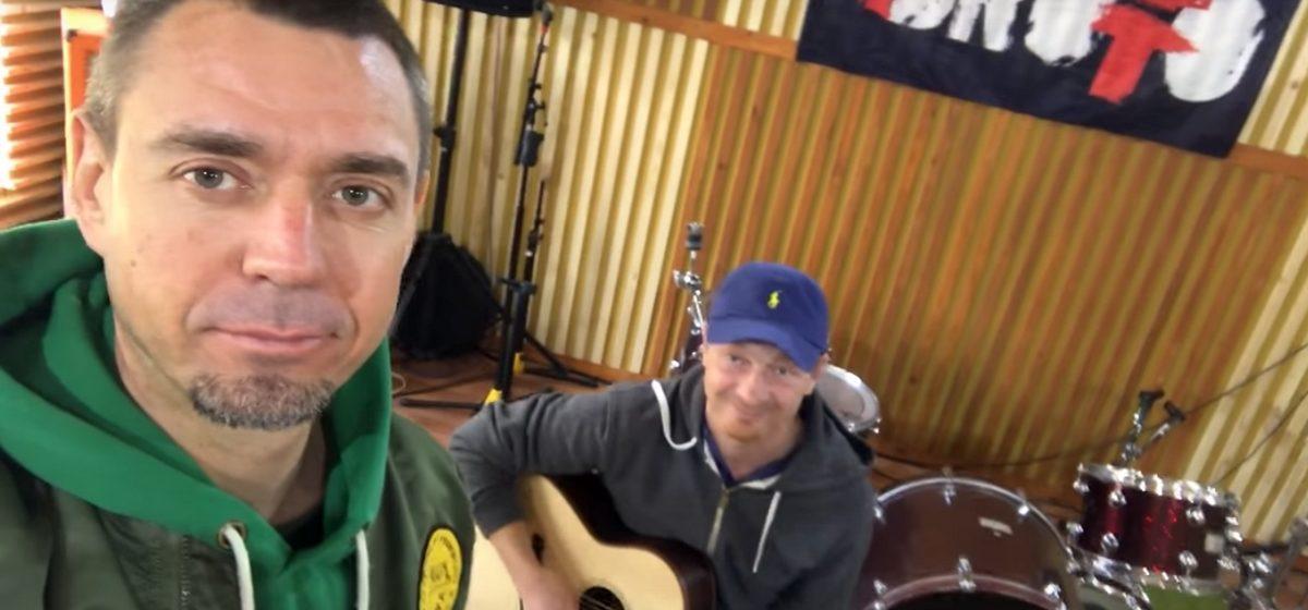 Сергей Михалок перепел припев хита NaviBand и призвал поддержать группу на Евровидении (видео)