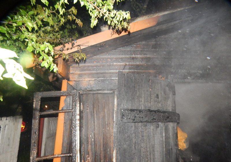 В Барановичах на улице Войкова подожгли сарай