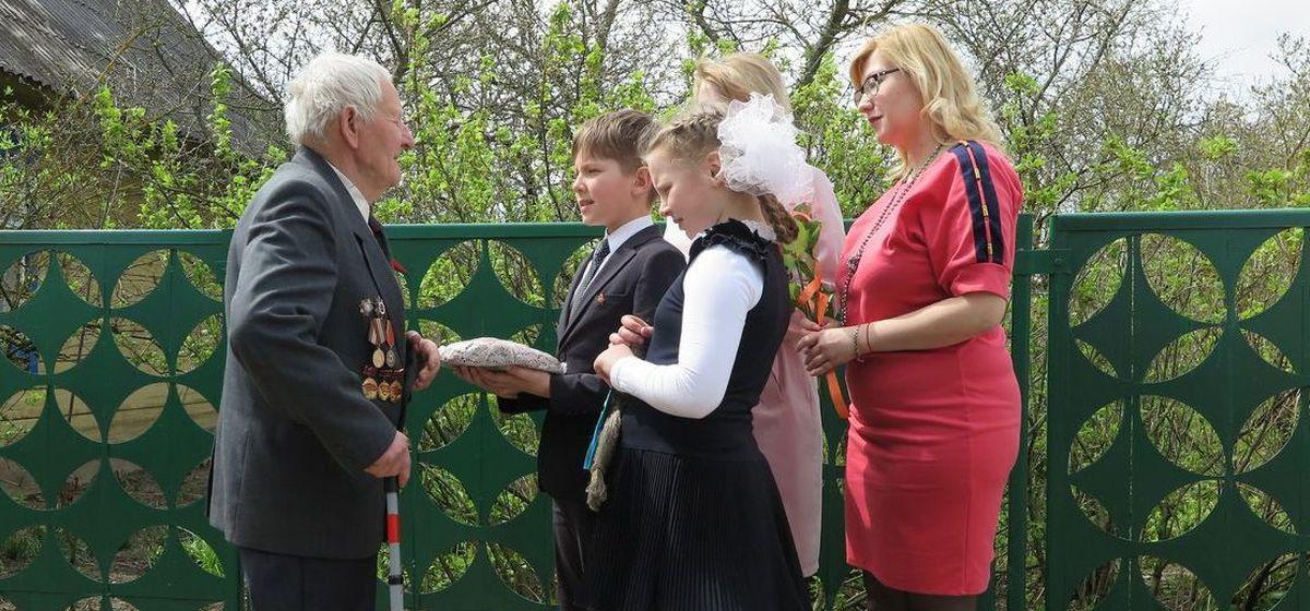Работники районного центра социальной защиты поздравили ветеранов