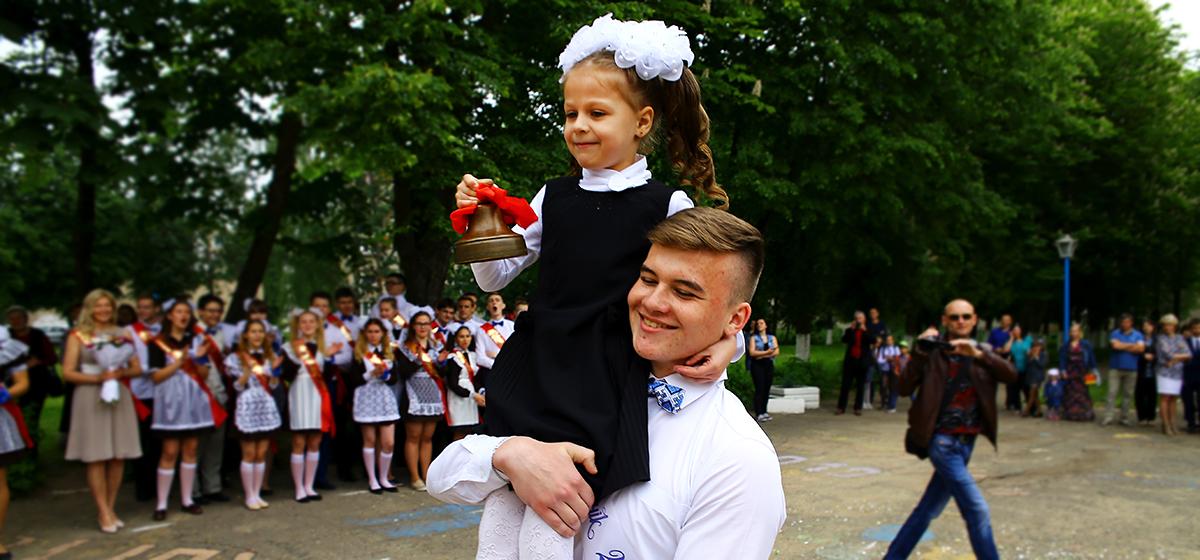 Стало известно, когда в 2020 году в белорусских школах прозвенит последний звонок и пройдут экзамены