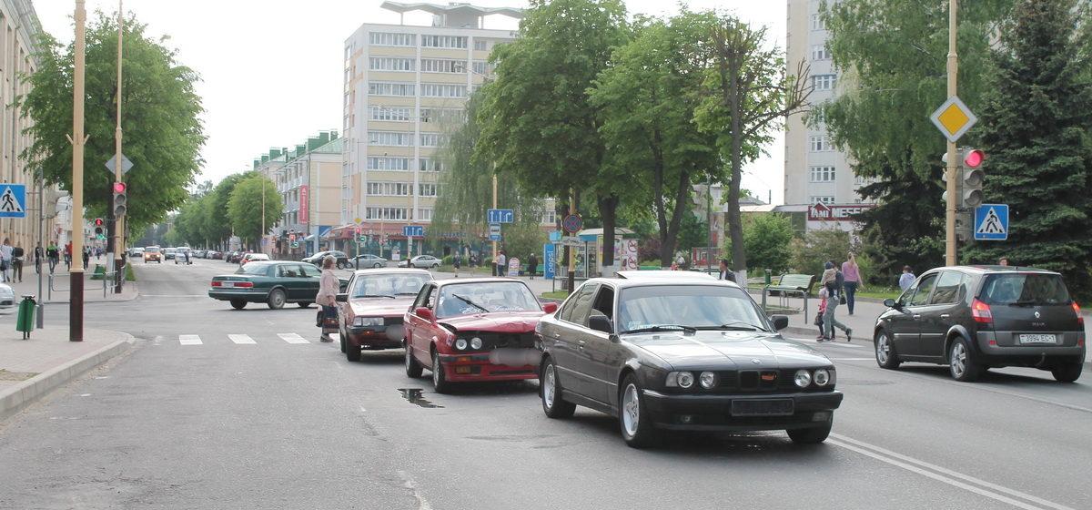 На улице Ленина в Барановичах столкнулись три иномарки