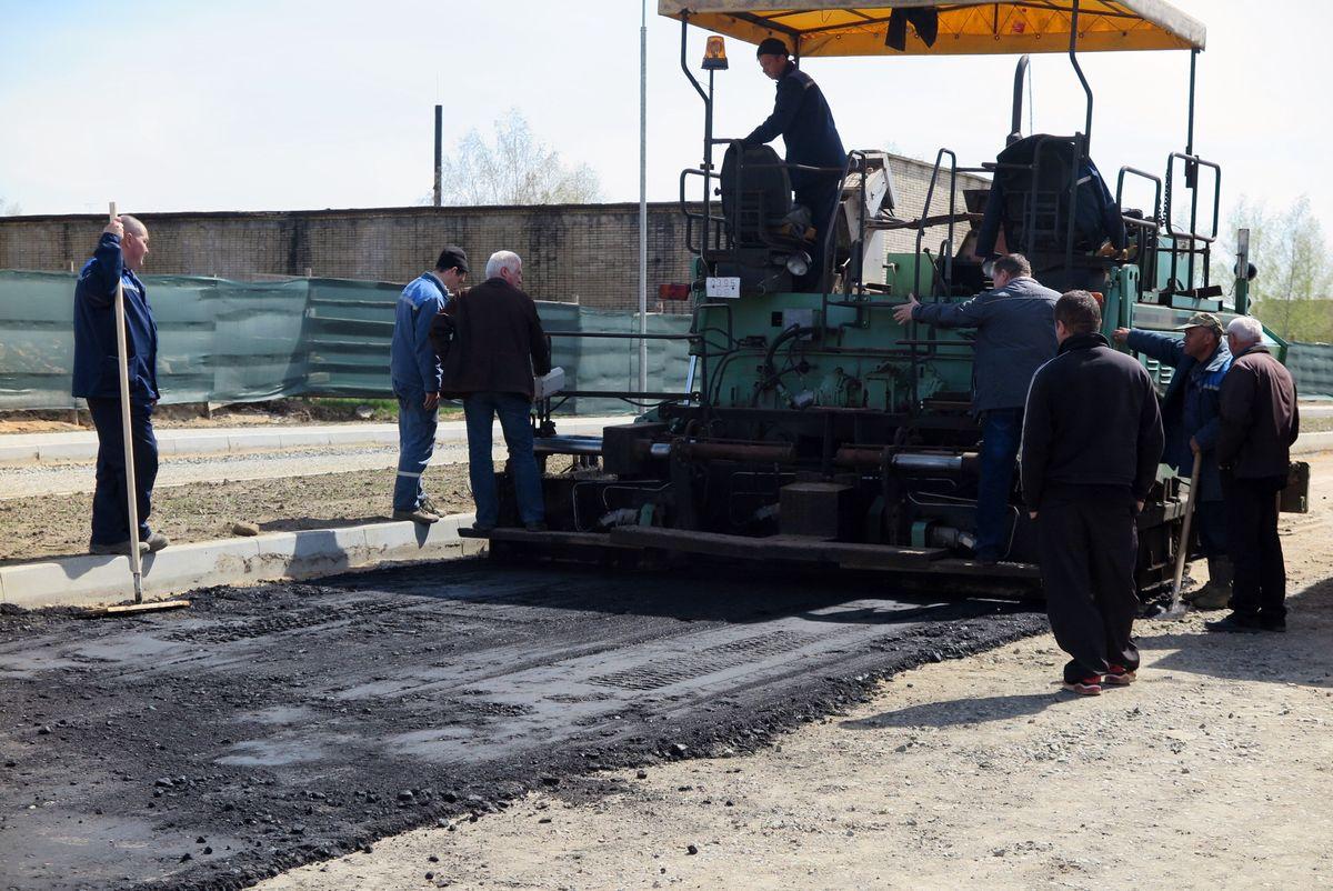 Рабочие УКРСП «Барановичиремстрой» реконструируют улицу Профессиональную, 3 мая.