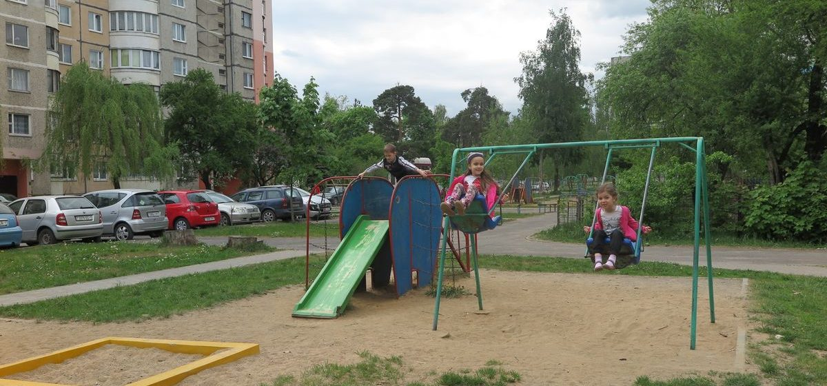 Жители Барановичей протестуют против строительства высотки на месте детской площадки