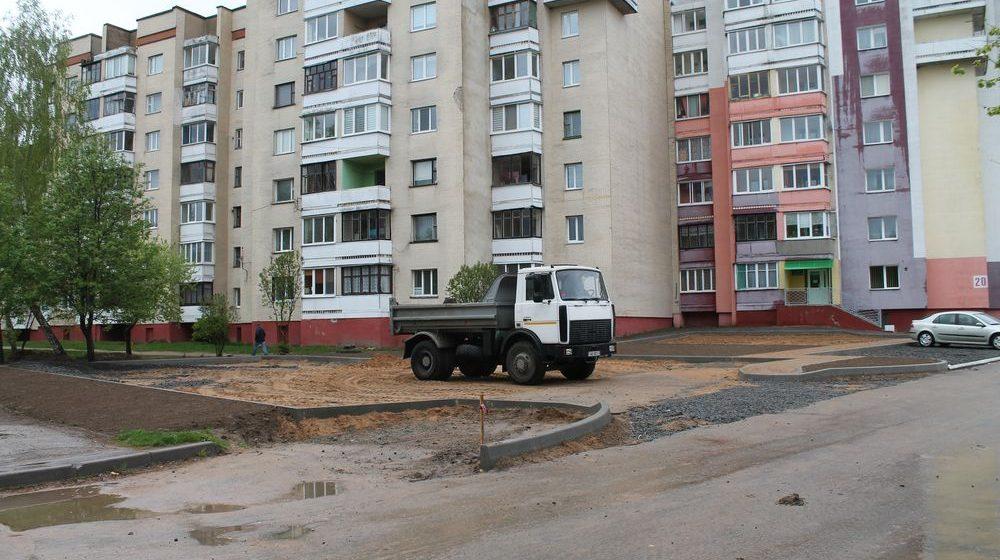 В Барановичах, несмотря на протесты жильцов, возле их дома все равно построят чужую парковку