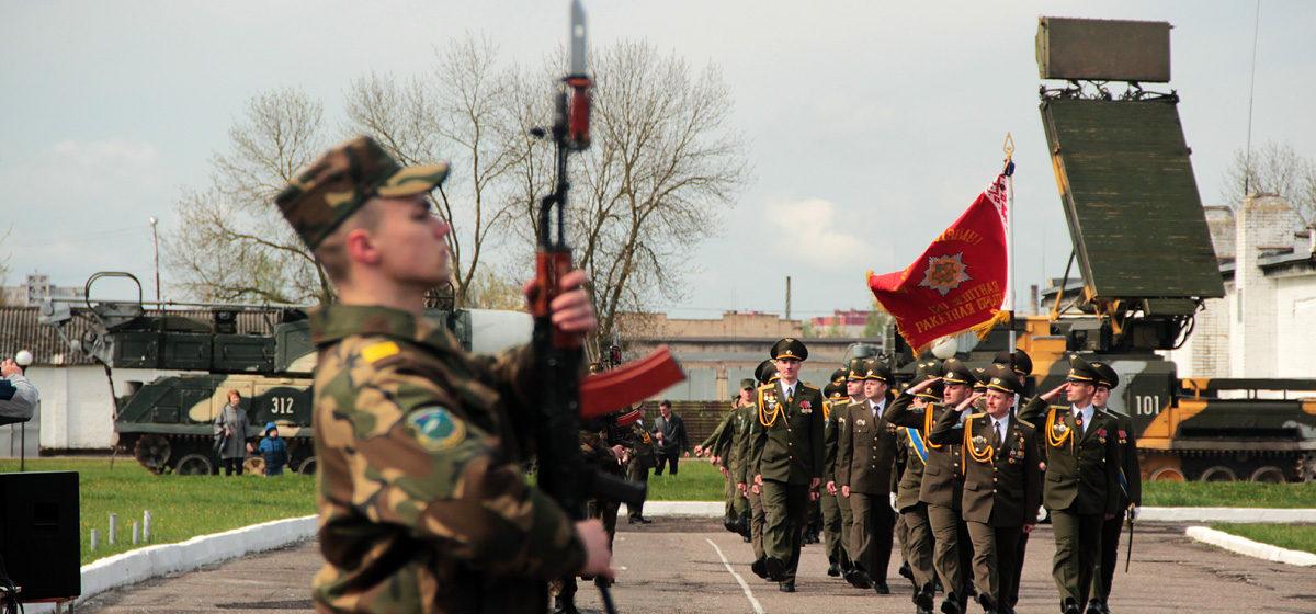 В Барановичах 120-я зенитная ракетная бригада отметила 75-летие