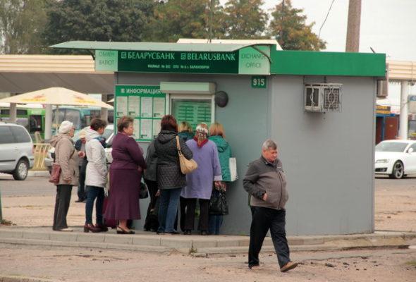 Валюту в Беларуси будут продавать населению, не требуя паспорт