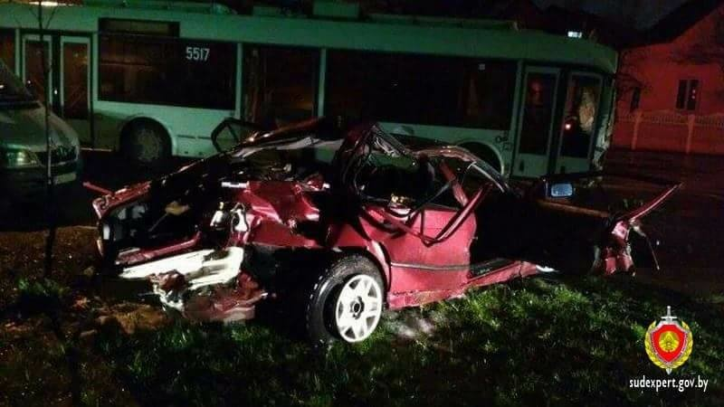 В Минске водитель BMW сбил насмерть девушку, переходившую с дочкой дорогу на зеленый свет