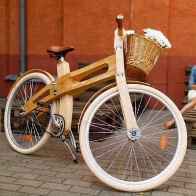 Белорусская компания по производству дверей выпускает деревянные велосипеды