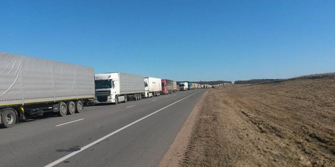 На выезде из Беларуси в страны Евросоюза стоят около 1800 фур
