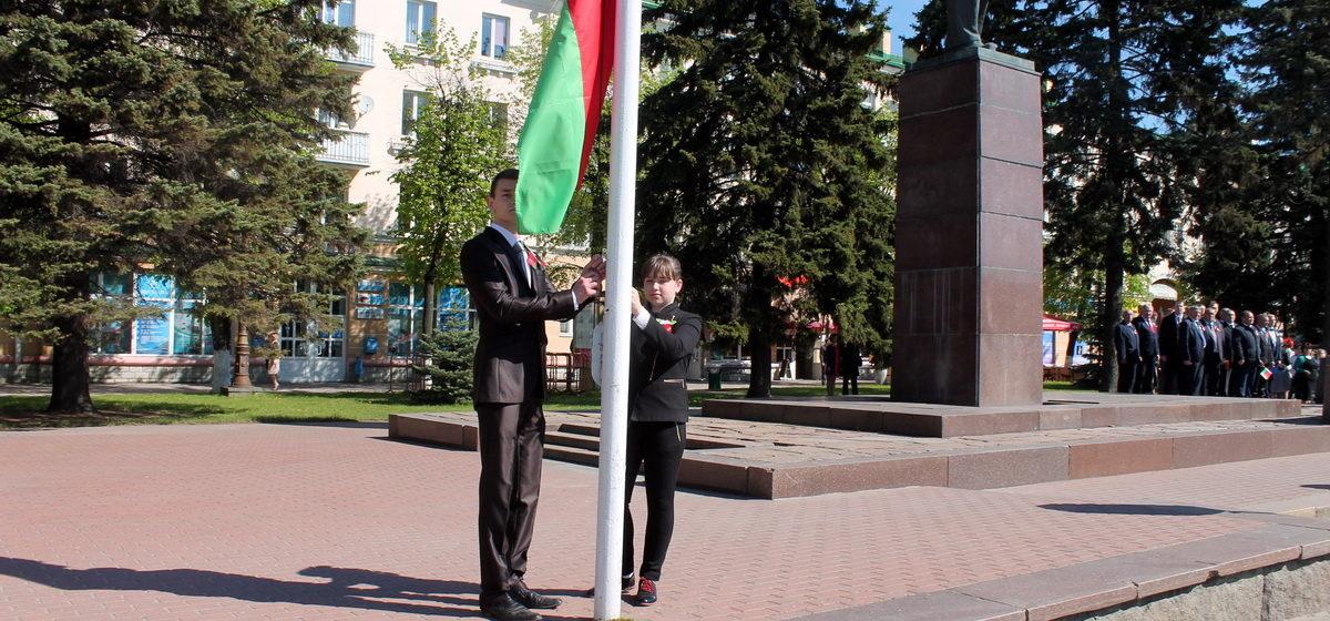 У Баранавічах на плошчы Леніна прайшла цырымонія падняцця сцяга