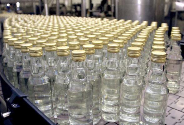 У жителя Барановичей изъяли 65,5 литра водки, спирта и медицинского раствора