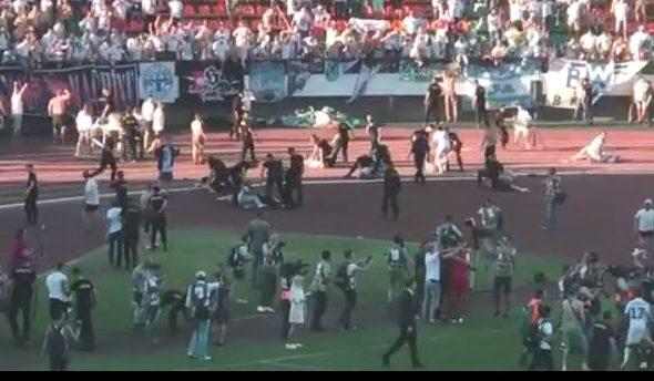 В Гродно ОМОН избил фанатов «Динамо Брест», которые выбежали на поле поздравить команду с победой в Кубке Беларуси