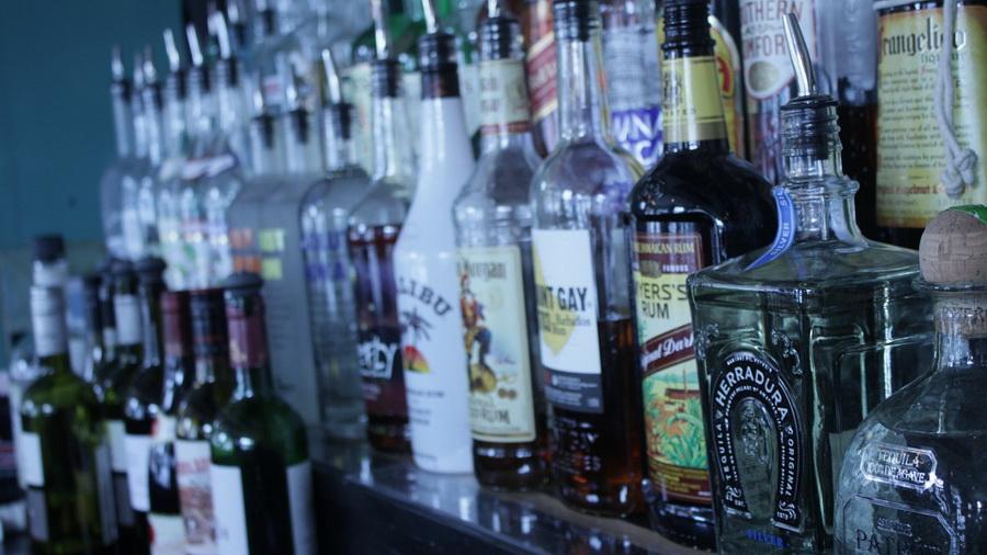 Чего белорусы пьют больше: водки, пива или «чернила»?