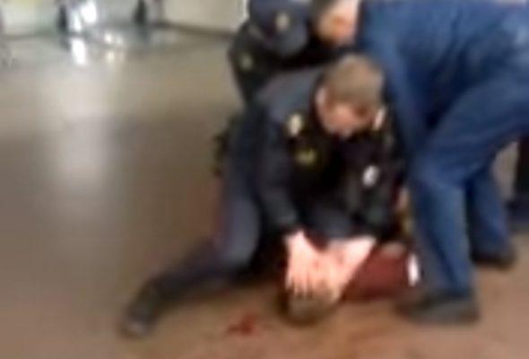 МВД: Задержанный в метро парень сломал нос милиционеру