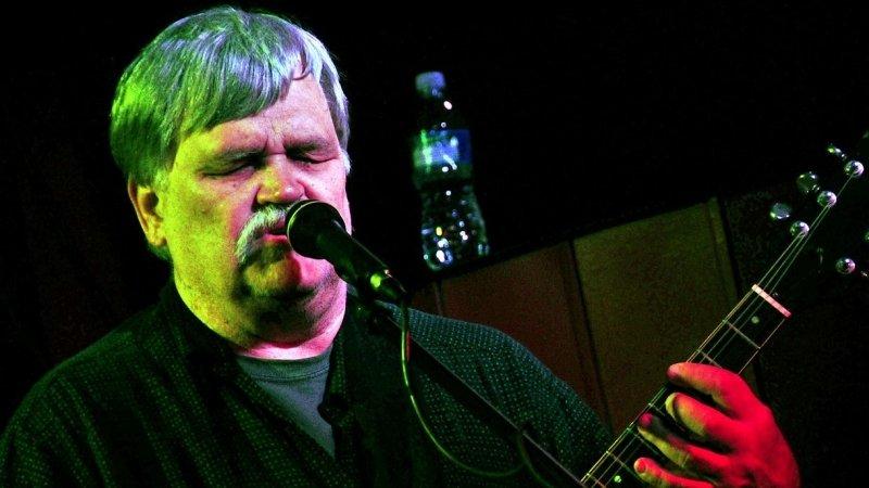 В США рок-музыкант умер во время концерта в честь своего 70-летия