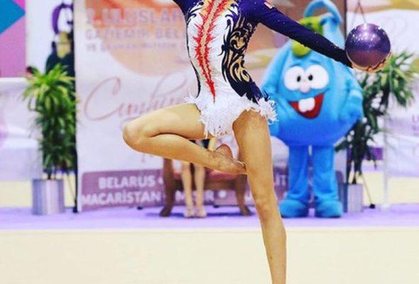 На этапе Кубка мира по художественной гимнастике барановичская спортсменка завоевала серебро и бронзу