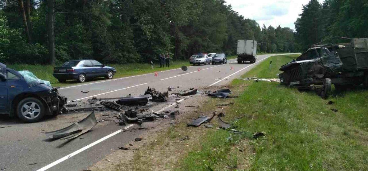 В лобовом столкновении под Дятлово погиб 18-летний водитель