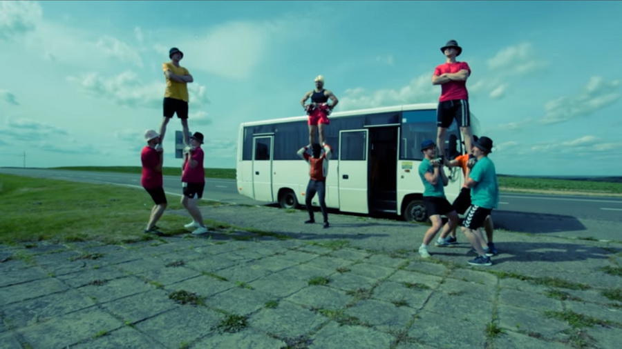 Гродненская черлидерская команда Dartly сняла кавер на хит «Тает лед»