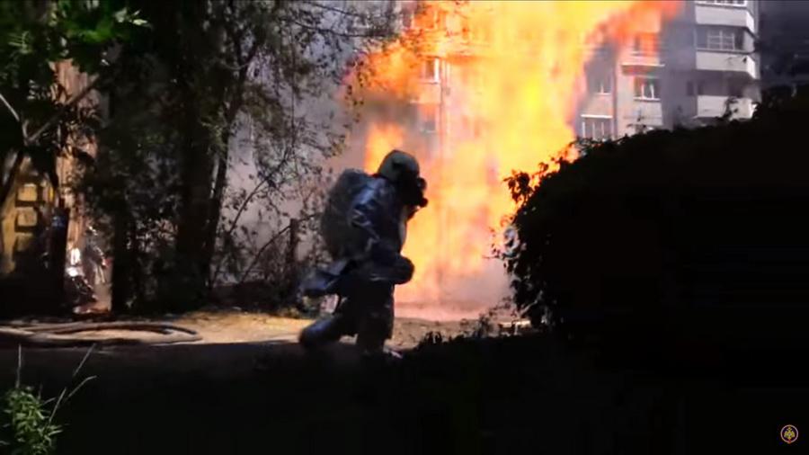 В Воронеже из-за повреждения газовой трубы вспыхнул 20-метровый столб огня (видео)