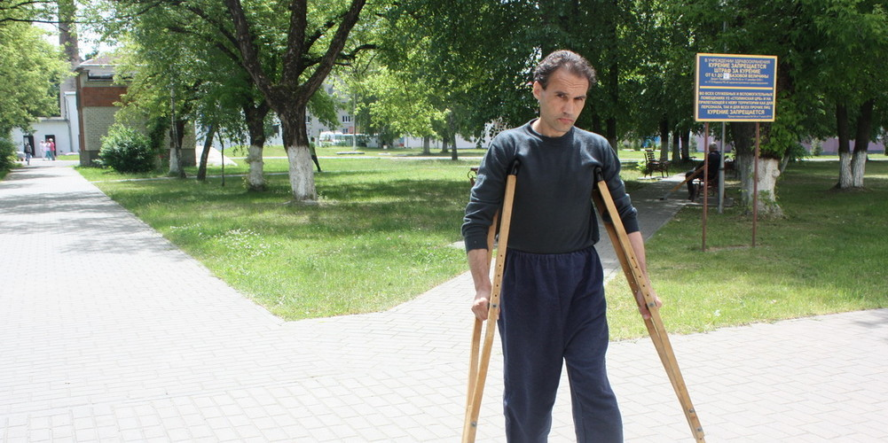 В Столине мужчина выпрыгнул из окна РОВД и сломал себе позвоночник и ногу
