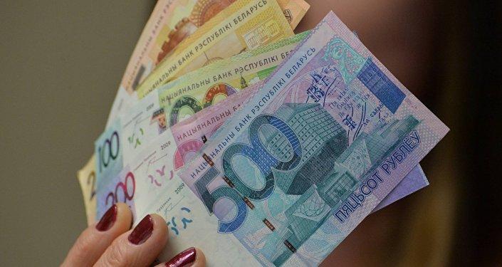 С начала года зарплата в Брестской области выросла на $50. В каких сферах получки росли быстрее всего?