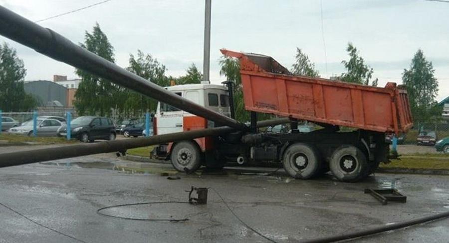 МАЗ повредил газопровод на предприятии в Гродненской области