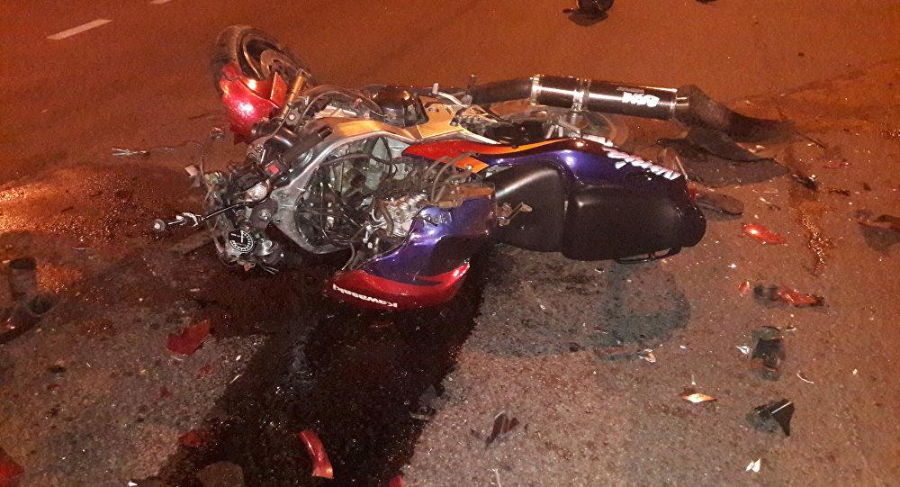 В Гомеле байк столкнулся с такси: мотоциклист и его 16-летняя пассажирка в реанимации