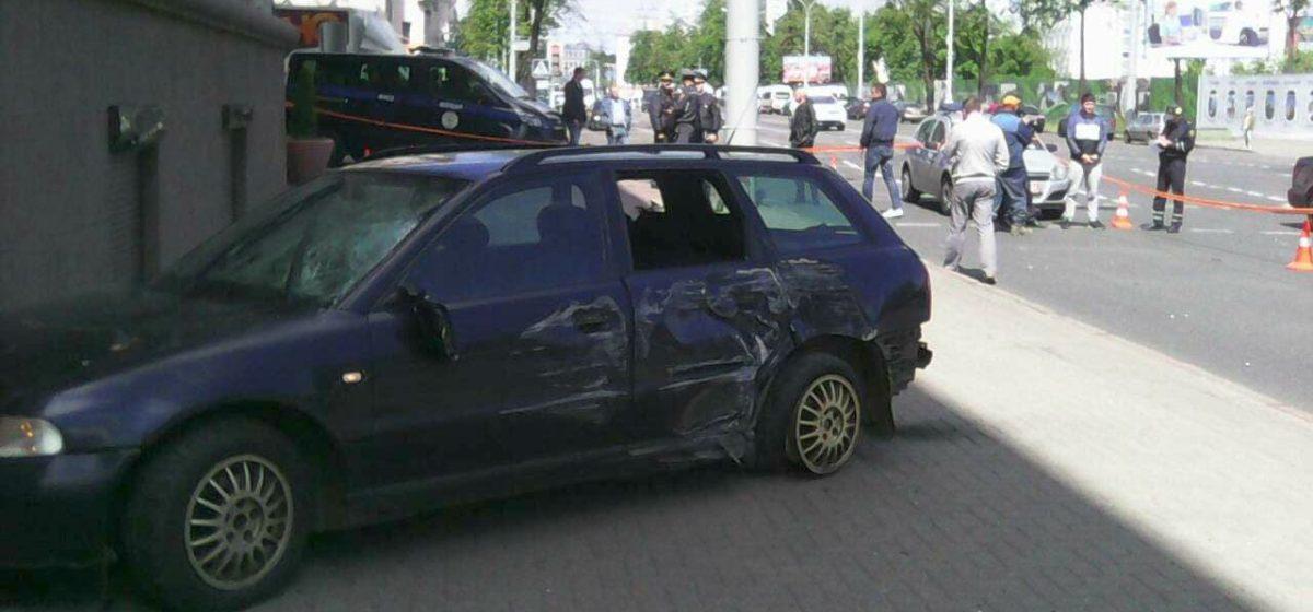 В Минске «Ауди А4» насмерть сбила двух женщин и врезалась в здание