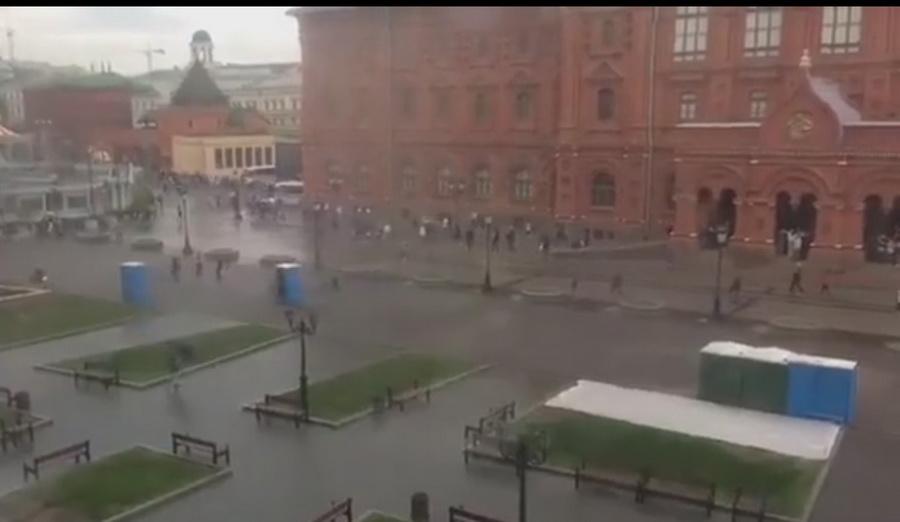 Ролик с «разбежавшимися» по московской площади биотуалетами взорвал соцсети