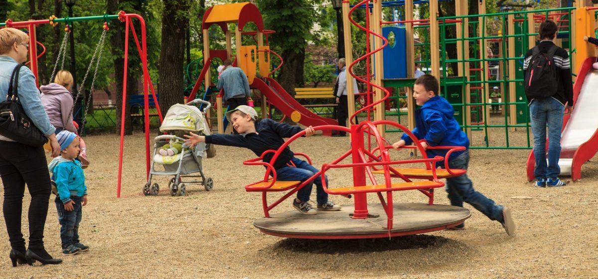 Можно ли благоустроить детские площадки за счет денег, отчисляемых на капремонт? Комментарий юриста