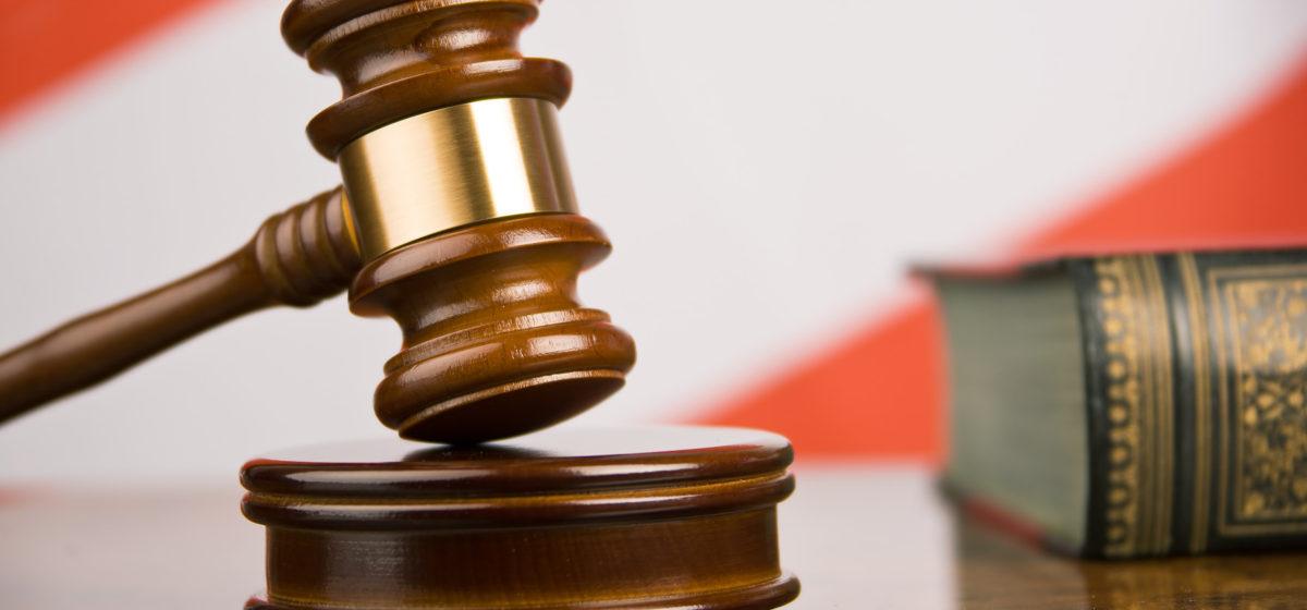 В Барановичах осужден мужчина, который выманил у знакомых девушек $400, обещая устроить их на работу
