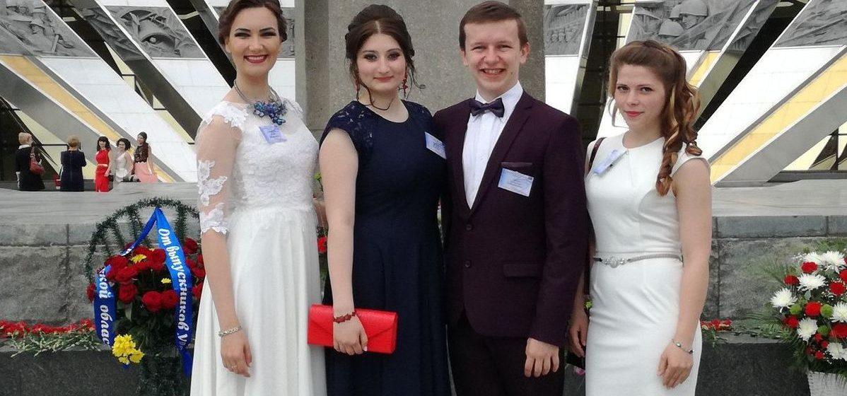 Барановичские студенты отправились на бал выпускников к президенту
