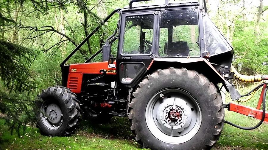В Ивацевичском районе мужчина угнал трактор, чтобы съездить за сигаретами
