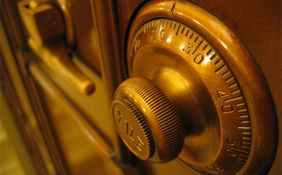 В Бресте вор вынес из дома сейф с валютой и драгоценностями