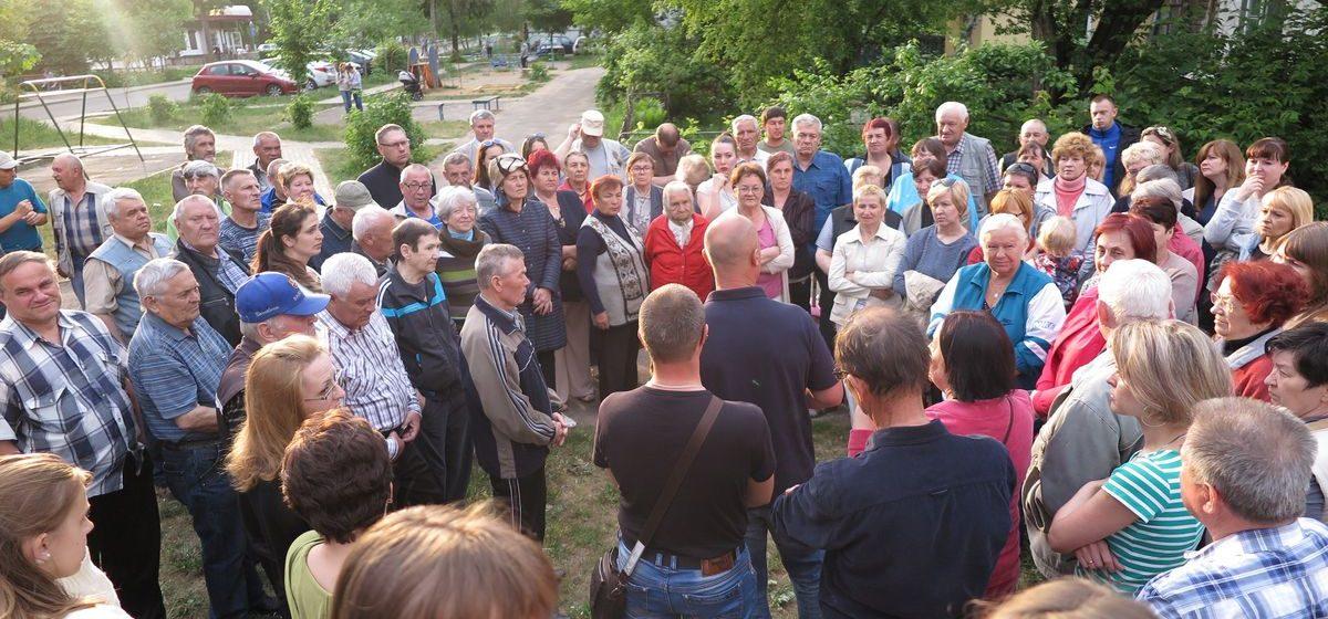 Жители Барановичей, протестующие против строительства многоэтажки в их дворе, собираются идти в суд