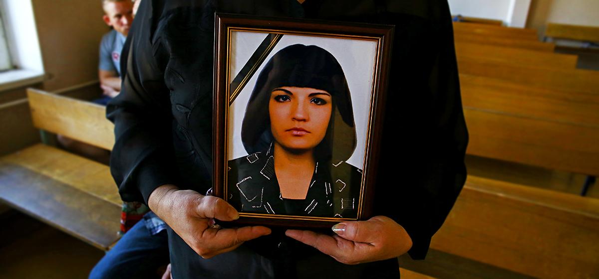 «Я сейчас вас всех порежу». В Барановичах судят мужчину, который убил свою девушку и ранил ее отчима