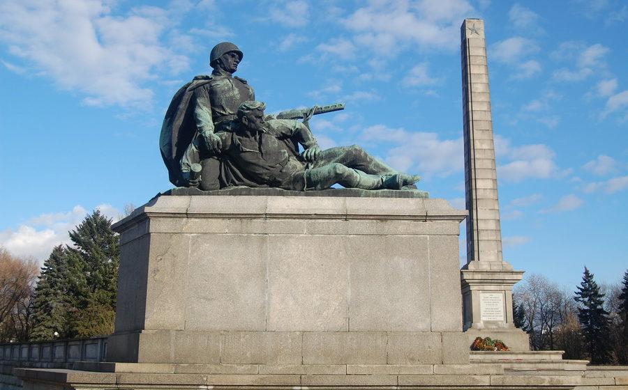 В Польше приняли законопроект о сносе коммунистических памятников