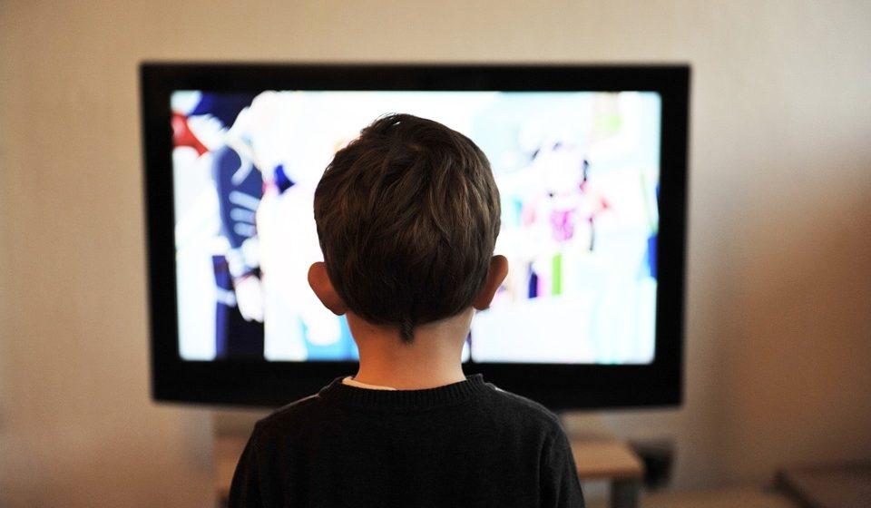 В Молодечно на двухлетнего ребенка упал телевизор