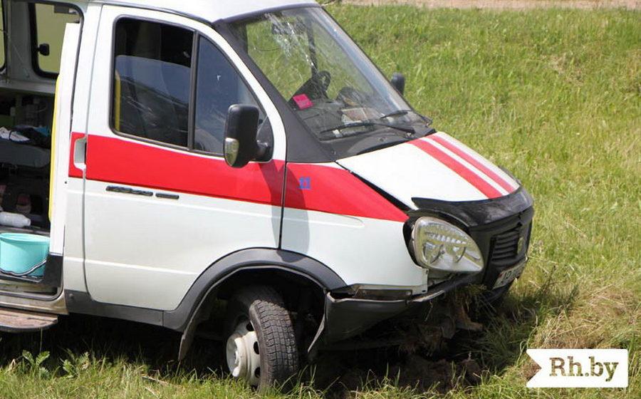 Возле Молодечно машина скорой помощи съехала в кювет, есть пострадавшие