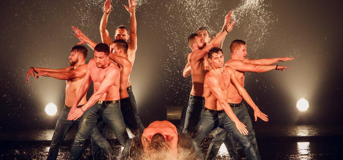 Театр танца «Искушение» представил в Барановичах шоу «Под дождем»