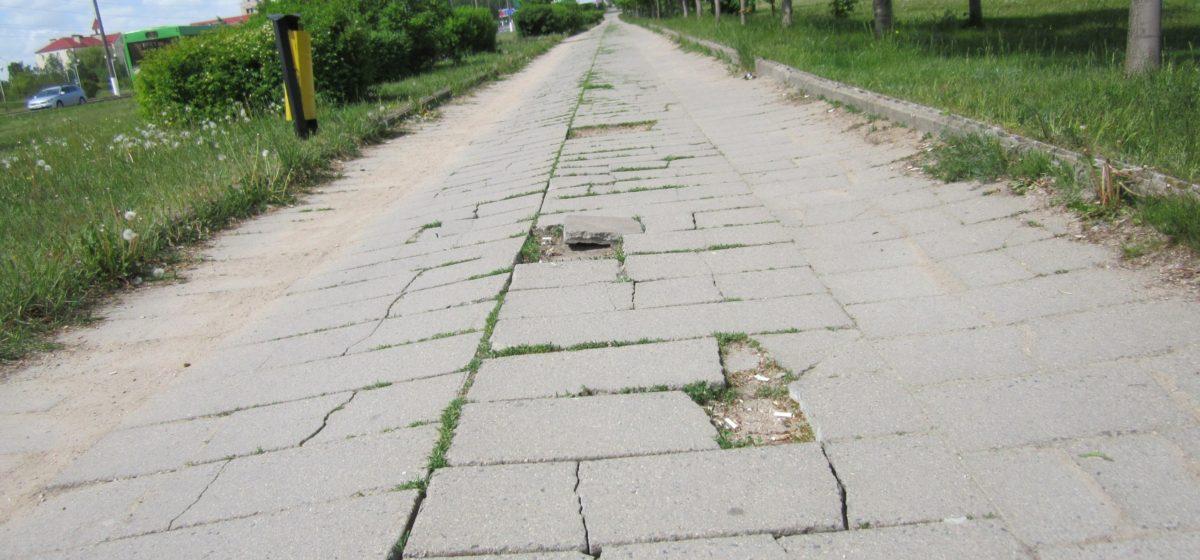 Велосипедисты просят городские власти обратить внимание на состояние барановичских бордюров и тротуаров