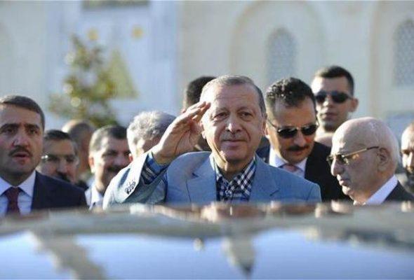 Президент Турции Эрдоган потерял сознание во время молитвы в мечети