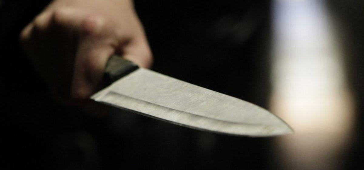 Жительница Ляховичского района, которую сожитель матери ударил ножом в живот, два дня не обращалась к медикам
