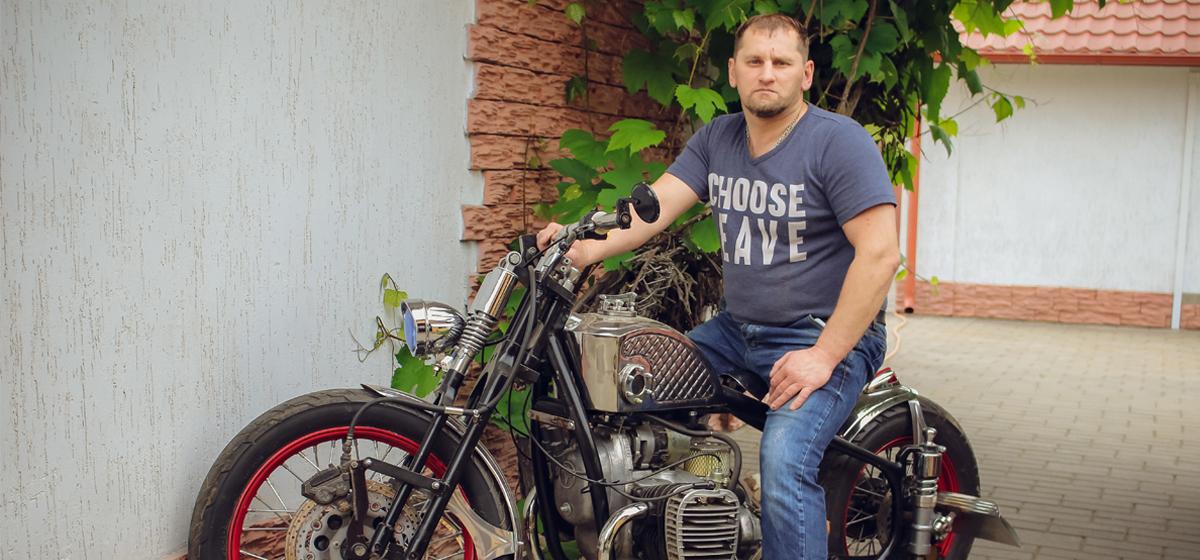 Барановичский мастер-самоучка переделывает старые мотоциклы в эксклюзивные