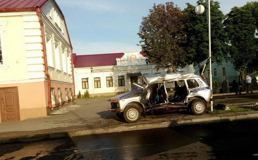 В Пинске грузовик столкнулся с патрульным автомобилем милиции