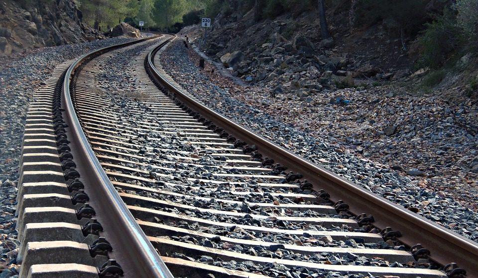 В Лиде девушка попала под грузовой поезд