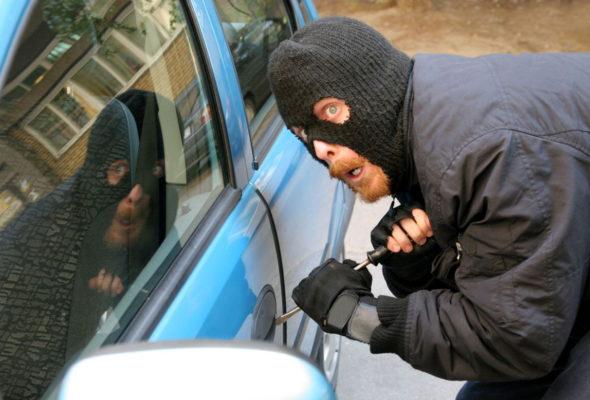 В Барановичах мужчина угнал автомобиль и попал на нем в ДТП