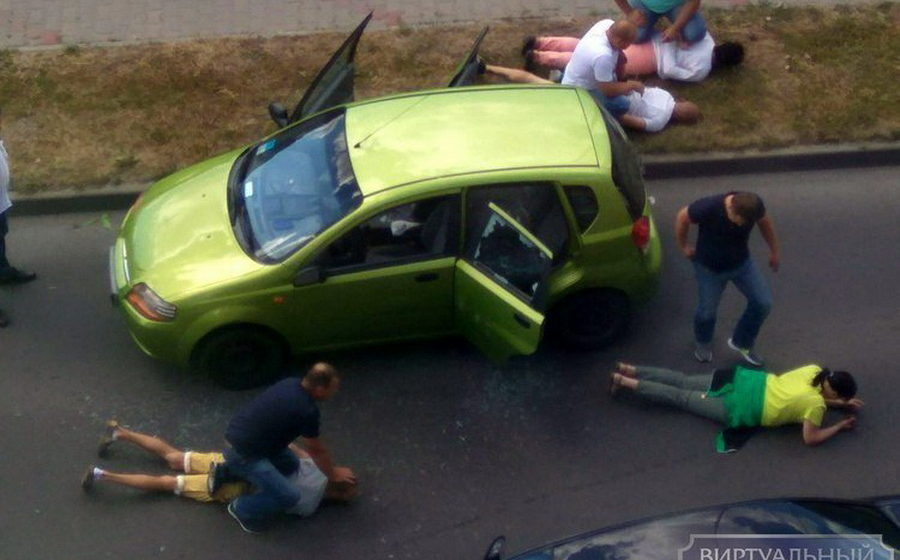 В Бресте правоохранители в штатском с особой жестокостью задержали четырех подозреваемых