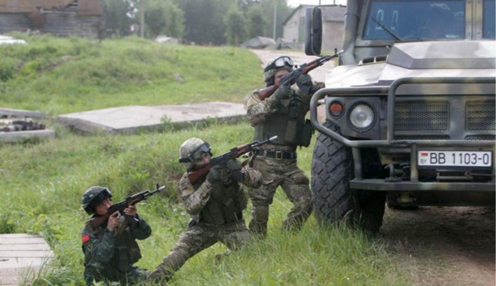 Спецподразделения Беларуси и Китая освободили поселок и «ликвидировали террористов» (видео)