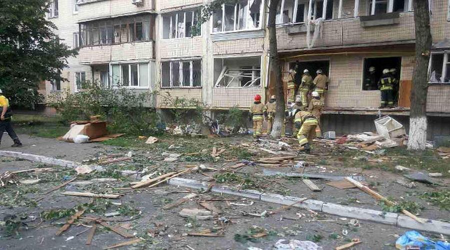 В Киеве в многоэтажном доме прогремел взрыв, есть погибшие